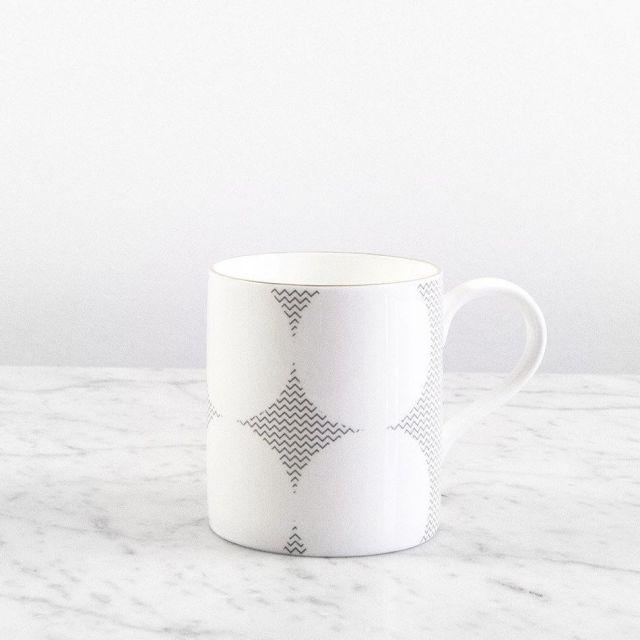 Tasse mit kleinen Punkten